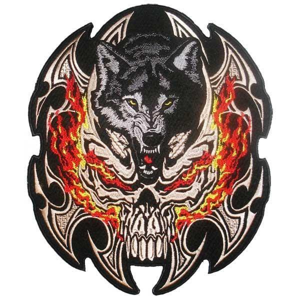 Našitek Volk in ognjena lobanja